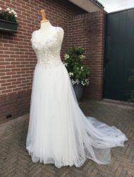 Niet gedragen Rebecca Ingram Diamond Dress + sluier
