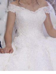 Sierlijke kanten ball gown bruidsjurk