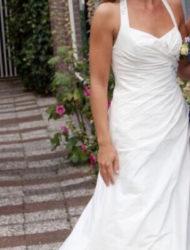 Prachtige ivoor kleurige halter jurk met lage rug