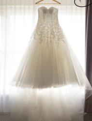 Prinsessen trouwjurk met veel tule en kant, maat 38 Creations of Leijten