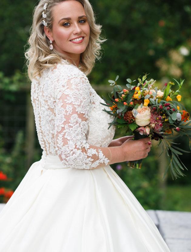 Prachtige trouwjurk – A-lijn – Cosmobella – zo goed als nieuw!