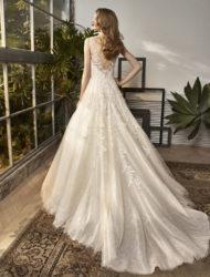 Romantische trouwjurk in lightblush-champagne- ivoor kleur: By Enzoani BT18-25